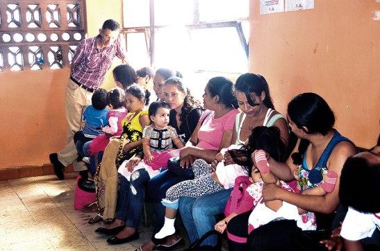 La población colma los centros asistenciales con la esperanza no solo de ser atendidos sino que recibir sus medicamentos.