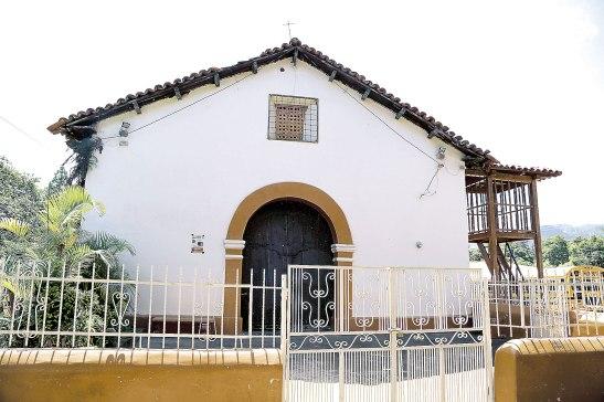 Este templo data de finales del siglo XVII y principios del siglo XVIII y                               se le han hecho pocas restauraciones en la historia.