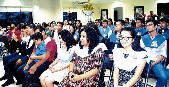 Los y las jóvenes felices de haber culminado el taller de preparación y con orgullo en la gran gala.