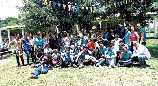 Grupo de jóvenes de la Pastoral Misionera de la cuasi parroquia Santa María de Suyapa.