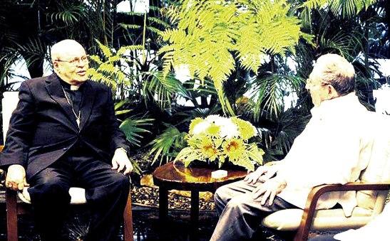 El cardenal Ortega Alamino y Raúl Castro.
