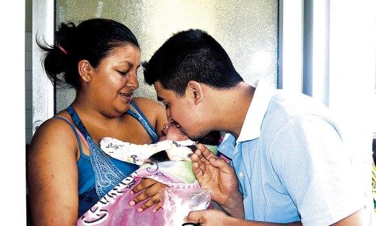 """Decir que no tuvimos un hogar cuando fuimos niños, no significa que no debemos apostar por la familia"""" familia de Héctor Izaguirre."""
