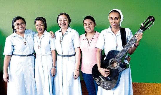 Caracterizadas por su alegría, ellas son las Agustinas Hermanas del Amparo.