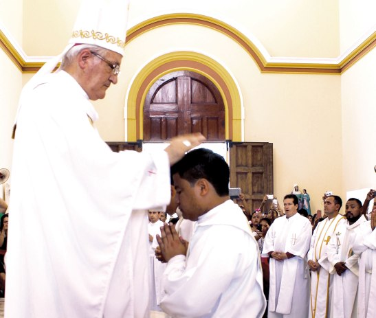 Ordenado por imposición de manos de Monseñor Ángel Garachana.