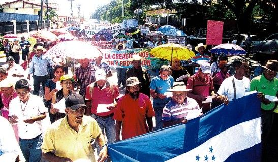 Los pobladores pobladores pidieron que se reformen todas aquellas leyes, que van contra el bien común y que protegen a los privilegiados del país.