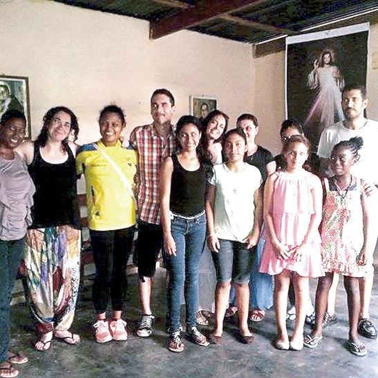 Voluntarios conociendo las comunidades de la Diócesis de La Ceiba.