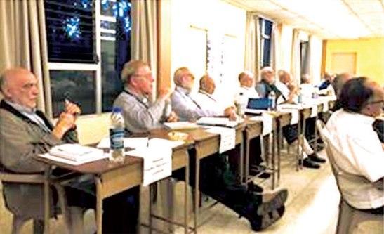 Parte de los obispos participantes en el curso.