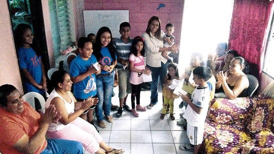 Las FAMISION, parte de las OMP-A han salido a las periferias de la capital a compartir y solidarizarse con otras familias.