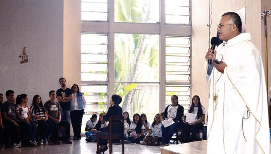 El presbítero René Antonio Santos les habló entre otros aspectos de los frutos de este bicentenario.