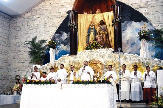 Presidió la Eucaristía el padre Juan Carlos Martínez, encargado de la Pastoral Familiar de la Arquidiócesis.