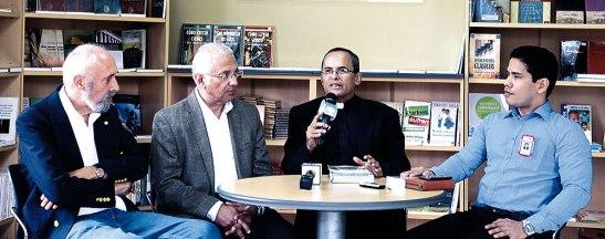 Padre Tony Salinas, el pastor Jorge Gómez, Albert  Ypma y Mario Rojas, durante el lanzamiento del proyecto.