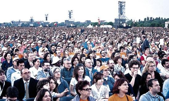 Desde 1994, cada tres años, el Santo Padre invita a las familias de todas partes del mundo a que participen en este encuentro mundial.