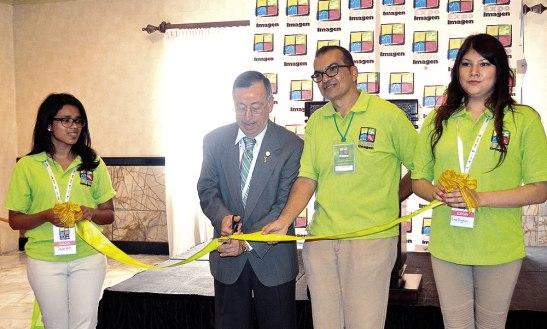 Momento en que se inauguraba la Expo Imagen 2015.