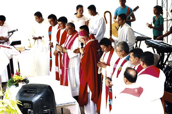 Monseñor Guido y los presbíteros celebrantes.