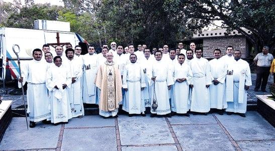 El clero junto al Obispo y seminaristas de la Diócesis de San Pedro Sula.