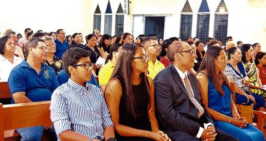 El Templo se llenó de familias provenientes de distintas parroquias.