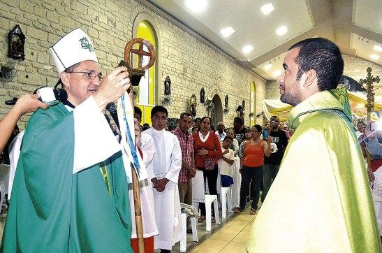 El padre Lenin recibió una llave en señal de que las puertas de la  Iglesia, deben de estar siempre abiertas a la feligresía.