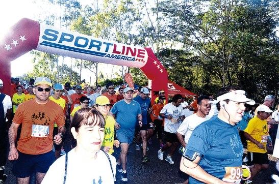 Momento en que los participantes iniciaban el recorrido.