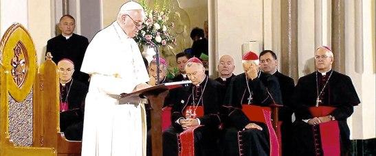 En la Catedral de San Patricio mostró su acción de gracias a todos los religiosos por su labor en favor de la Iglesia.