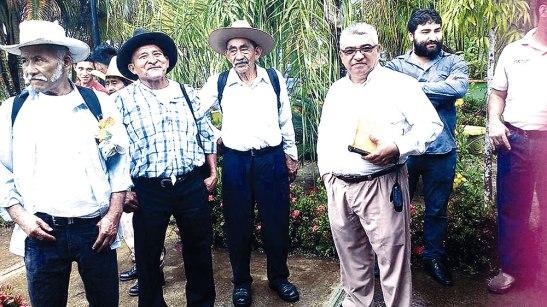 El padre Marcos Ayala y Cáritas Diocesana estuvieron presentes apoyando las acciones al cuidado de la Creación.